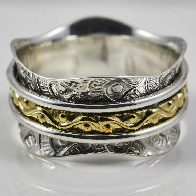 Scaloped Edge Spinner Ring